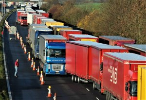 Operation Stack and queues of stationary lorries on the M20 (archive image)