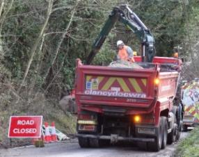 A gang repairing a burst water main on Coldharbour Lane , Wye
